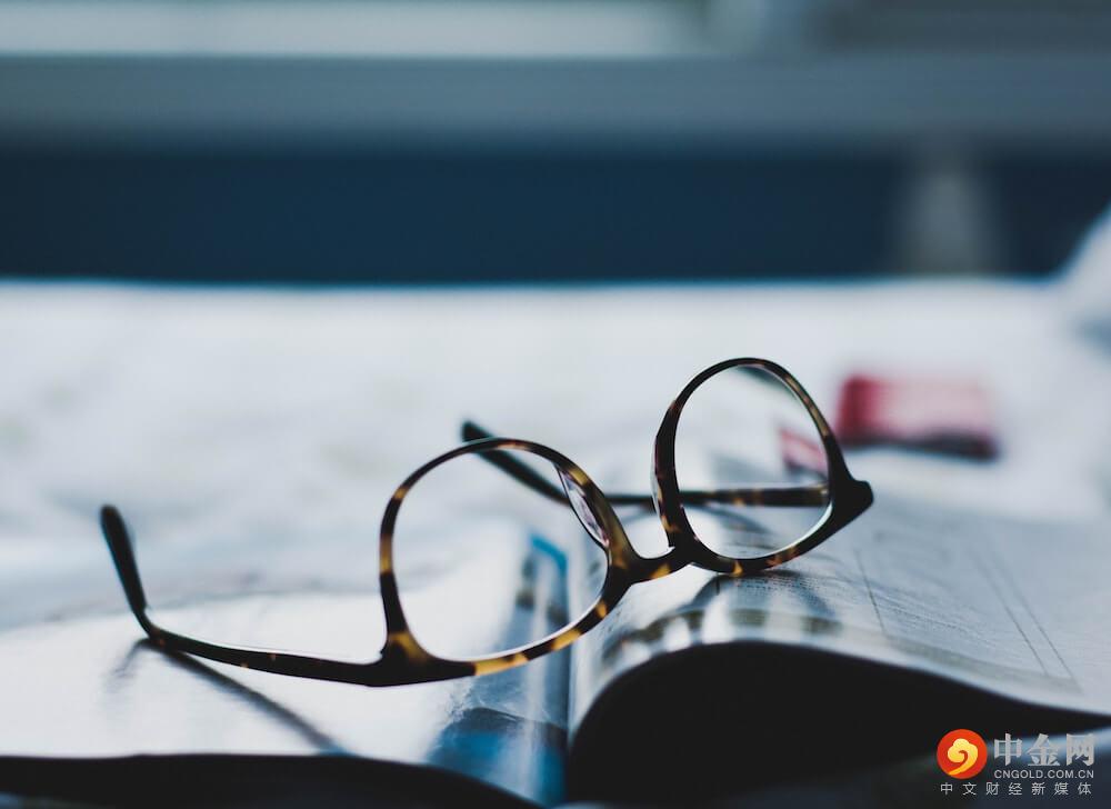 glasses_doctor_exam.jpg
